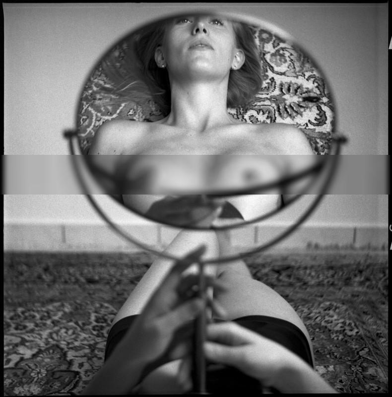 mirror / Black and White | photography by Model BEA AMBER ★17 | STRKNG