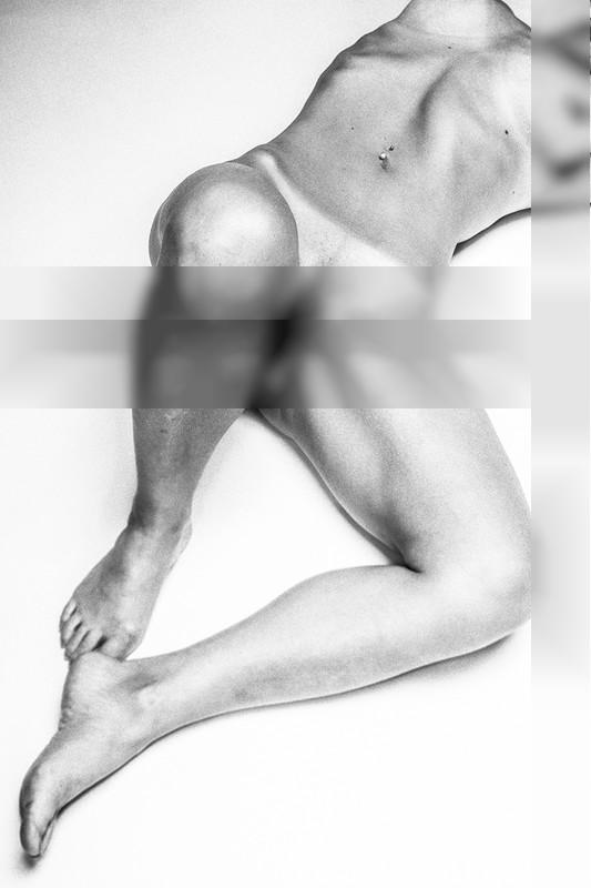 Plain Female Human Torso / Nude | Fotografie von Fotograf Gutenbild ★4 | STRKNG