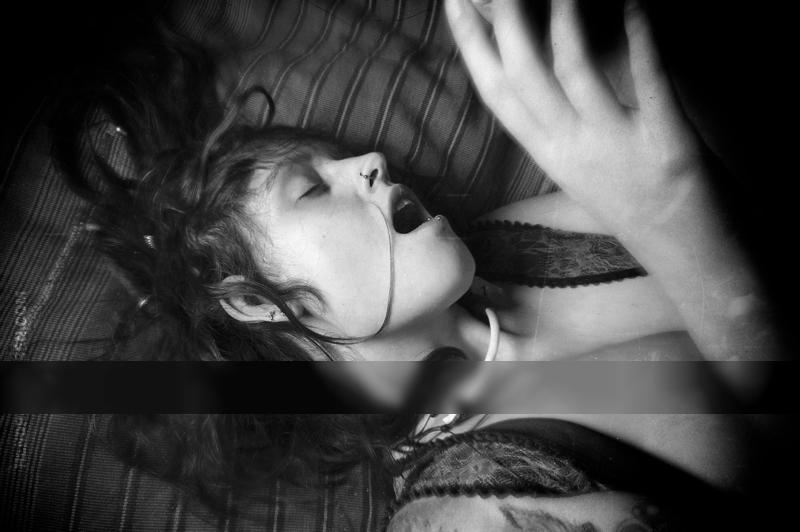 Knochenkette / Nude  photography by Model Peacocks feather ★27 | STRKNG